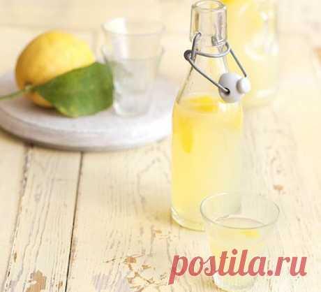 👌 Как приготовить итальянский ликёр лимончелло в домашних условиях, рецепты с фото Лимончелло — это традиционный итальянский алкогольный напиток. В Италии его просто обожают. И есть за что! Он обладает отличными вкусовыми качествами, а также содержит большое коли...