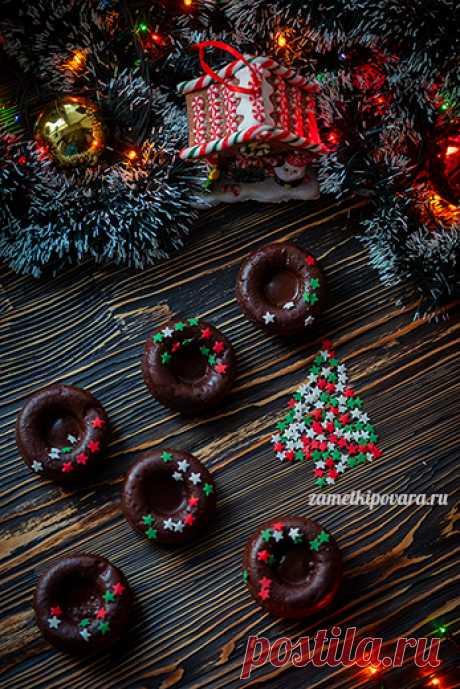 Шоколадные пончики с вишней.