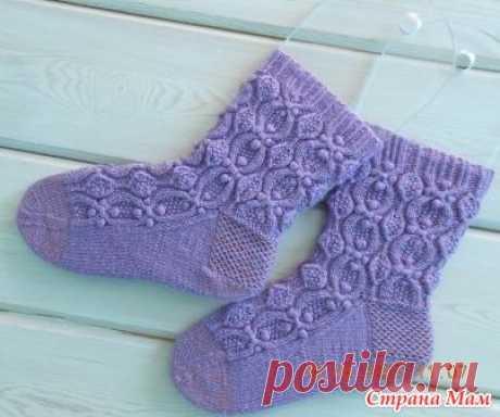 """Носочки """"Pearls socks"""" Носочки связаны из пряжи Magic Fine - 49% шерсть 51% акрил 490м в 100г и белорусской бобинной полушерсти 1400м/100г. Спицами № 2.  Дизайнер и автор описания Квасина Светлана."""