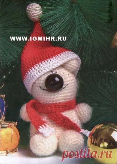 Белый медвежонок в новогоднем колпачке. Крючок.