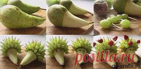 Ёжик из груши и винограда.