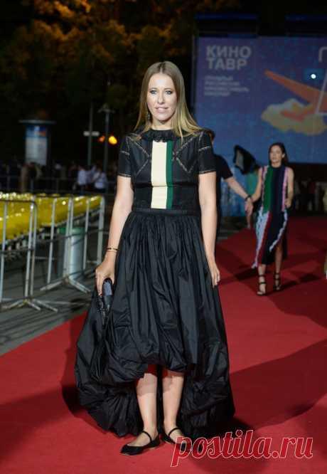 El vestido de Ksenia Sobchak - las manos