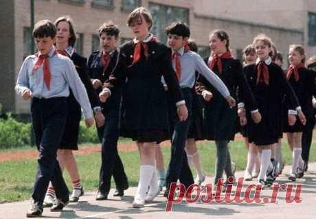 Советская школьная форма. Нужна ли она сейчас? | MyKarnaval | Яндекс Дзен