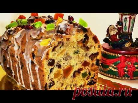 CHRISTMAS CAKE WITH DRIED FRUITS AND NUTS OF CHRISTMAS FRUIT CAKE