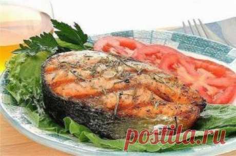 Рыба в духовке — 3 лучших рецепта и полезные советы Продукты: 1. Филе средне-жирной рыбы – 800 гр. 2. Средний картофель - 10 шт. 3. Лук - 2 шт. 4. Сметана 10% – 250 гр. 5. Молоко - 300 мл. 6. Тертый сыр – 100
