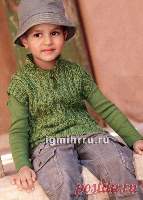 Для мальчика 1,5-9 лет. Зеленая безрукавка с «косами». Вязание спицами для мальчиков со схемами и описанием
