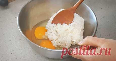 Просто смешайте рис и яйца — удивительно простое и вкусное блюдо ...