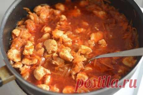Как приготовить гуляш из курицы - рецепт, ингредиенты и фотографии