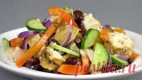 """Салат """"МЮНХЕН"""" как в """"Магните"""" с запеченной Курицей  Салат с запеченной курицей, консервированной фасолью и овощами. На каждый день и на праздничный стол. Рецепт этого салата мне дала знакомая, которая работала в """"Магните"""". Очень вкусный салатик! Попробуйте!  Рецепт: • Курица маринованная запеченная - 350 г • Огурец свежий - 80 г • Лук - 50 г • Перец сладкий - 100 г • Фасоль консервированная - 180 г • Уксус яблочный - 10 г • Масло подсолнечное - 25 г • Соль - 5 г  #салаты@sekretwomen"""