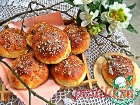 Los panecillos caseosos con el relleno - la receta de cocina