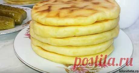 Блины из картошки  на сковороде: такого вы еще не делали       Ингредиенты:   400 мл кефира (или простокваши);  550гр муки;  0,5 ч. л. соды;