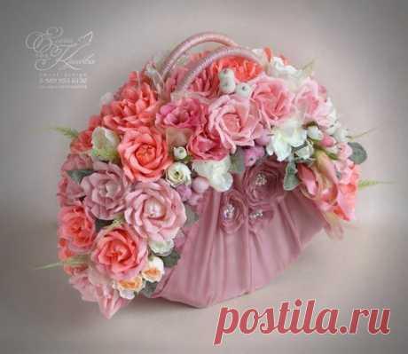 Идея конфетной сумочки с цветами