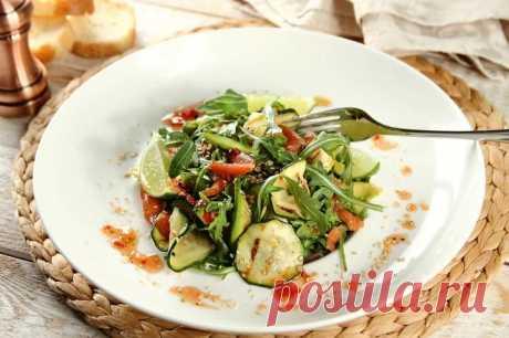 Салат с копченым лососем авокадо и руколой – пошаговый рецепт с фото.