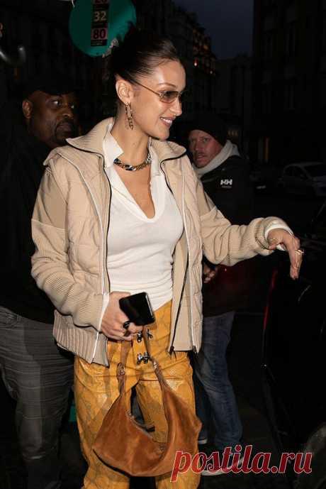 Белла Хадид в ярких брюках | VestiNewsRF.Ru