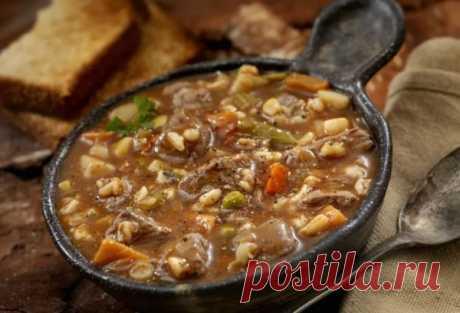 Суп с перловой крупой не особо популярен. И очень зря! Перловая крупа хорошо работает в супе, придавая ему интересную текстуру и отличный вкус. Сегодня мы приготовим супчик с говяж...