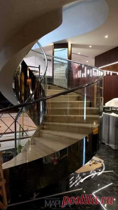 Изготовление лестниц, ограждений, перил Маршаг – Моллированные ограждения из стекла