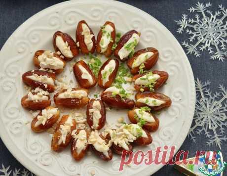 Финики, фаршированные плавленым сыром – кулинарный рецепт