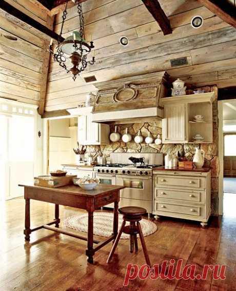 Кухня в загородном доме. Всё из дерева - вот это мечта!