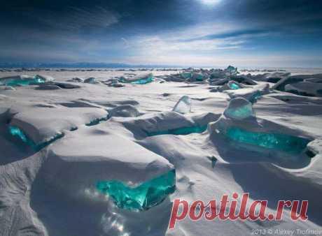 Ледяной хрусталь Байкала. Icy Crystal of Lake Baikal.