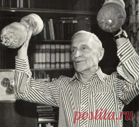 10 упражнений Николая Амосова     Николай Амосов – кардиохирург, автор и новатор методов кардиохирургического вмешательства. Кроме этого, Николай Михайлович изобрел систему «ограничений и нагрузок» и собственный комплекс упражнени…