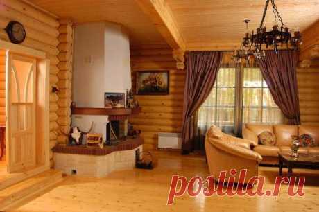 Гостиная, стены которой сделаны из бревна.