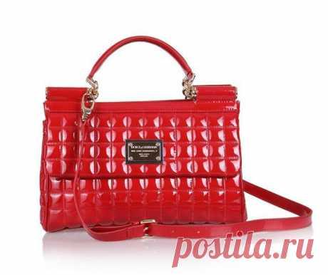 Ну всем уже понятно, что мне нравятся красные лаковые сумки :) не могу пройти мимо