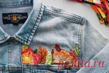 Украшаем джинсовую куртку вышивкой: мастер-класс и33идеи длявдохновения Украшаем джинсовку ручной вышивкой: мастер-класс Фото: honestlywtf.comСложной илипростой вышивкой высобираетесь украсить вашу джинсовую куртку, алгоритм действий будет примерно одинаковым.