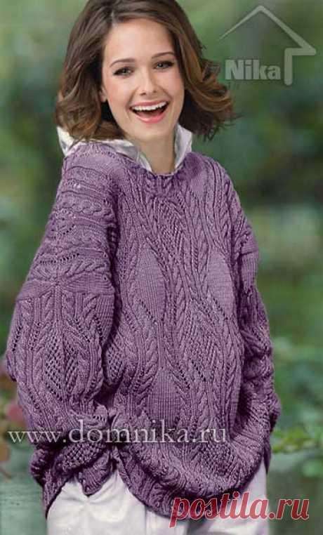 Объемный джемпер спицами с узорами из кос и ажурной сетки, образующих ромбы
