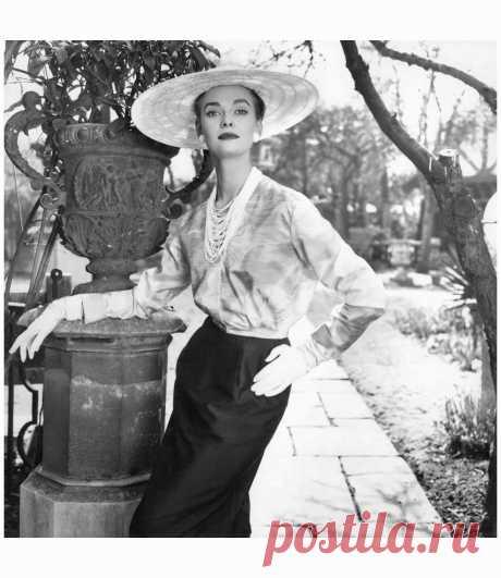 Susan Abraham  Vogue,  June 1954  Photo Norman Parkinson