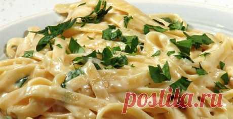 То, что я так давно искала: рецепт белого сливочного соуса «Альфредо»! Моя семья обожает. Подходит к стольким блюдам!