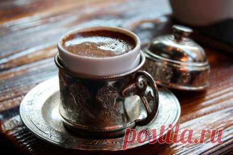 Кофе по-восточному (по-турецки): рецепт приготовления в турке на песке Технология приготовления кофе по-турецки достаточно сложная. Несмотря на это, истинные кофеманы убеждены, что только при ее применении удастся приготовить идеальный напиток.