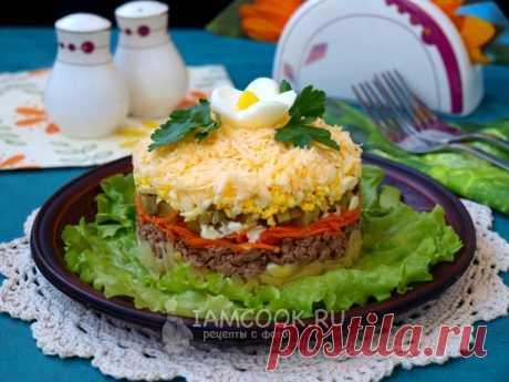 Слоёный салат с куриной печенью — рецепт с фото Вкусный слоёный салат с куриной печенью подходит как для праздничного стола, так и на каждый день.