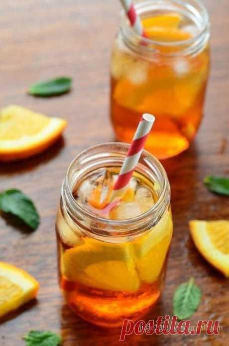 10 лучших рецептов домашних лимонадов. Лимонный лимонад с корицей. Ингредиенты: Лимоны - 10 шт., вода - 500 мл - 2 литра, сахар - 300-400 г, корица - 1 шт. Приготовление: С лимонов снять цедру. Разрезать их пополам и выжать сок, можно его ...