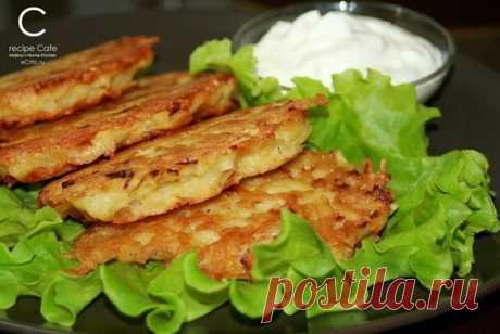 Драники с сыром  Ингредиенты: - 7-10 средних картофелин - 1-2 средних луковицы Показать полностью…