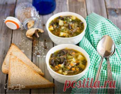Грибной суп . Ингредиенты: сухари ржаные, лук репчатый, морковь