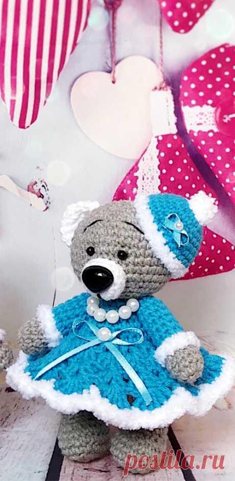 PDF Новогодние Мишки крючком. FREE crochet pattern; Аmigurumi doll patterns. Амигуруми схемы и описания на русском. Вязаные игрушки и поделки своими руками #amimore - медведь, медвежонок, мишка.