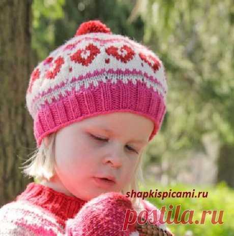 Детский вязаный берет с сердечками (вязание спицами)
