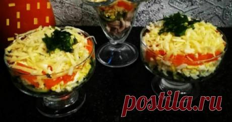 Порционный салат Автор рецепта Оля Кабетова Порционный салат - пошаговый рецепт с фото. Скоро Новый год и я захотела поделиться этим красивым, легким и вкусным салатиком. А вообще он  подойдет для посиделок ТЕТ -А-  ТЕТ. Красиво и романтично!!😚