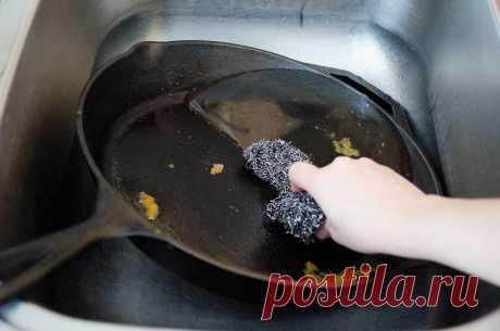 Многолетние отложения жира и копоти отступают! Моя сковорода блестит, как 10 лет назад…  Как за посудой ни ухаживай, а со временем она становится не такой чистой, как вначале. Иногда кажется, что отчистить покрытую многолетними отложениями жира и копоти сковороду уже невозможно.  Выбрасы…