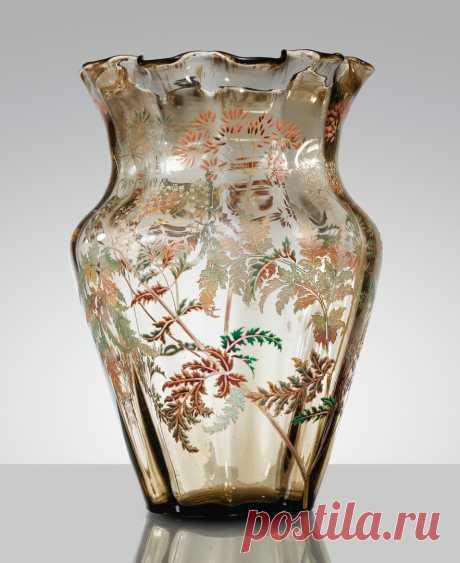 Emile Gallé VASE, VERS 1890 AN ACID-ETCHED, ENAMELLED AND GILT SMOKED GLASS, CIRCA 1890. SIGNED verre fumé, le décor partiellement gravé à l'acide, émaillé et doré, le col modelé à chaud Signature dorée Emile Gallé au revers accompagnée d'une fleur 37 x 23,5 cm (14 1/2 x 9 1/4 in.) https://www.sothebys.com/en/auctions/ecatalogue/2016/e..