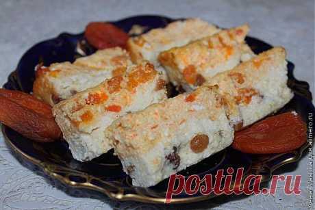 Творожно-морковная запеканка с манкой и сухофруктами.