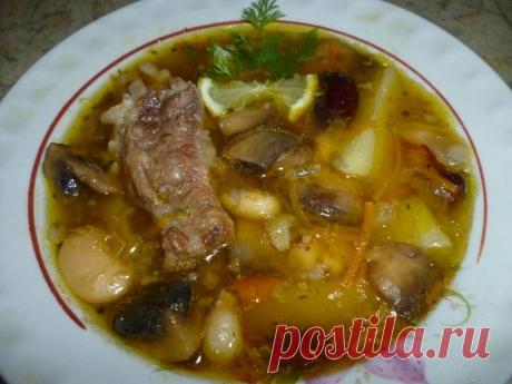 Фасолевый суп с грибами и ребрышками