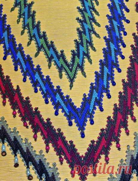 Большое разнообразие сочетания разных цветов бисера. Подробная и понятная схема плетения украшений. Изделия из рубки, бисера и бусин.