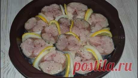 Скумбрия в духовке с луком и лимоном. Самый легкий рецепт.