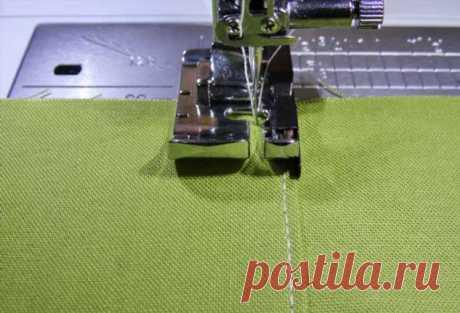 Шитье: 4 способа сделать ровную строчку . Милая Я Ровные строчки — показатель высокого мастерства. Чтобы облегчить работу при прокладывании отделочных строчек на деталях, используйте один из способов, приведенных в мастер-классе.СПОСОБ 1Используйте лапку с направляющей. К некоторым моделям швейных машин прилагаются лапки со специальным разделителем, который помогает сделать идеально ровную строчку. При шитье с такой лапкой ткань располагают слева от разделителя, иглу устан...
