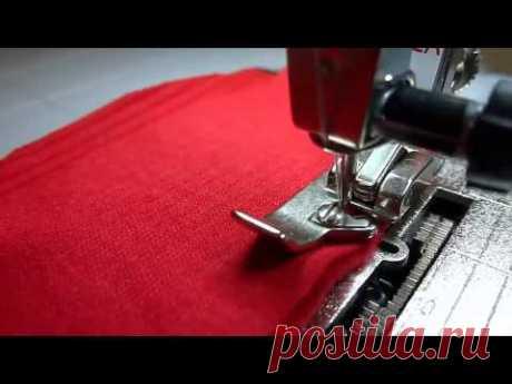 La costura del género de punto y obmetka de los cortes sobre la máquina de coser simple sin overloka