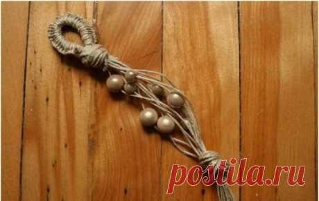 Браслет из льняного шнура и бусин
