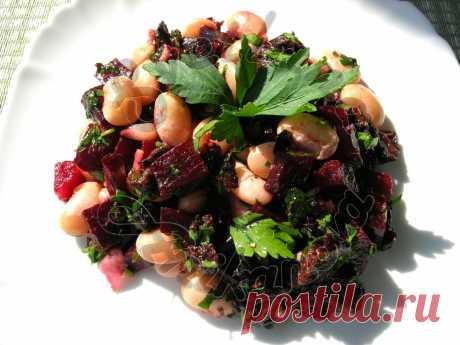 Постный салат со свеклой и фасолью Хочу поделиться со всеми рецептом постного салата. Когда готовила этот салат первый раз не думала, что он получится таким вкусным. Со временем, этот салат стал любим всеми членами моей семьи, готовим …