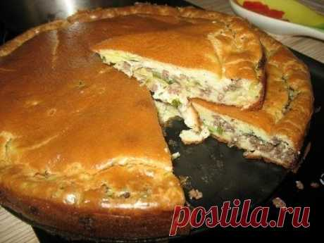 Super gentle cabbage pie and meat\u000a\u000aIngredients:\u000acabbage fresh - a half of a small kochanchik\u000a350 - 400 grams of ground beef (it is possible also chicken) what are pleasant\u000aseasoning salt to taste\u000agreens fresh\u000a1 glass of kefir\u000a1 glass of mayonnaise\u000a3 eggs\u000a1 teaspoons of soda or bag of a baking powder\u000a8 tablespoons of flour (with a hill)\u000aoil for form greasing vegetable\u000ahalf of egg white of the pie beaten for greasing ready (it is possible and not to do and it is so tasty and beautiful)\u000a\u000aPreparation:\u000a1. Me...