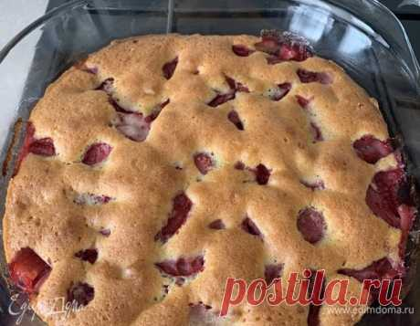 Пирог с ягодами . Ингредиенты: мука, яйца куриные, сахар